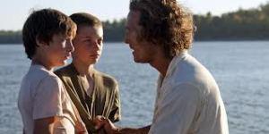 Matthew McConaughey as Mud (r) with Ellis (Tye Sheridan) and Neckbone (Jacob Lofland).